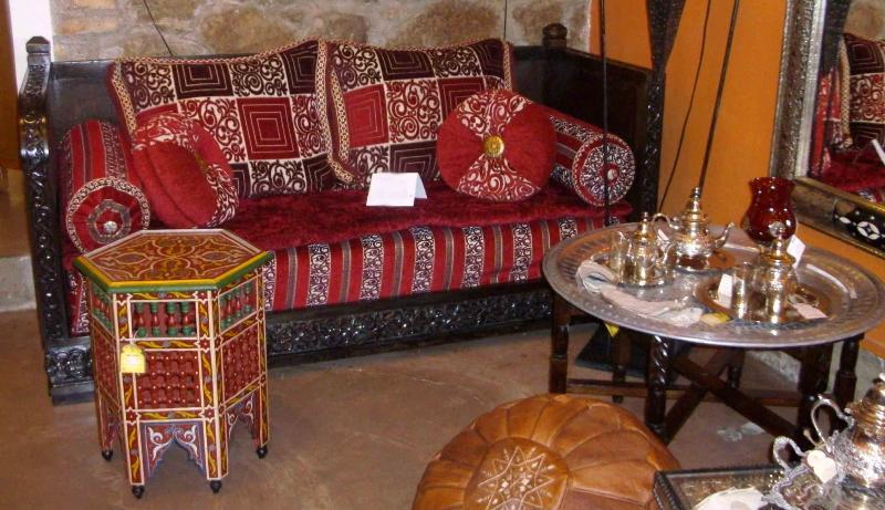 Divano marocchino mobili e complementi mobili marocchini for Arredamento stile marocco