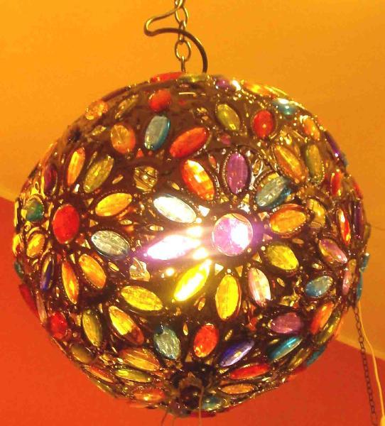 Elegante lampadario etnico,